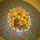 Oprawa mozaikowa obrazu Matki Bożej Nieustającej Pomocy