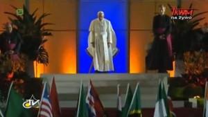 Ceremonia powitania Ojca Świętego Franciszka przez uczestników 28 ŚDM na plaży Copacabana